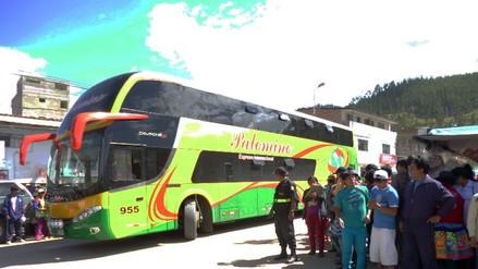 Asaltan dos buses y roban a 80 pasajeros