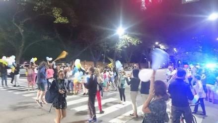 Cientos de argentinos celebran en las calles el fin del gobierno de CFK