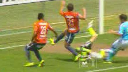 César Vallejo vs. Sporting Cristal: Diego Penny sufrió golpe en la cabeza (VIDEO)
