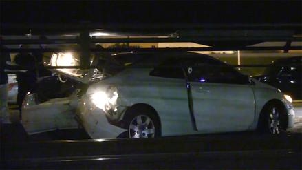 Tren colisionó contra auto que quedó atascado sobre un cruce ferroviario