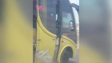 Trujillo: bus interprovincial conduce con las puertas abiertas