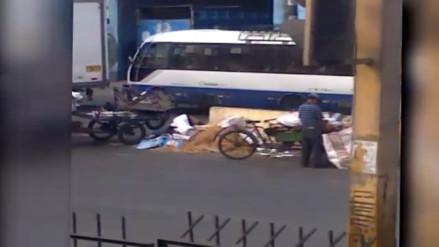 Centro de Lima: recicladores dejan desechos en plena vía pública