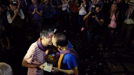 Parejas simulan matrimonios homosexuales e impulsan ley en Costa Rica
