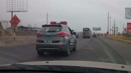 Captan a patrullero de la Policía conduciendo sin luces en la Panamericana Sur