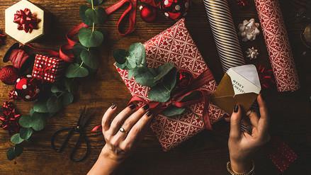 Conoce de dónde proviene la tradición de regalar en Navidad