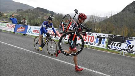 YouTube: conmovedor gesto de ciclista que no quiso sobrepasar a su rival