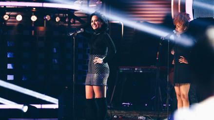 Demi Lovato sufre aparatosa caída durante concierto