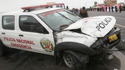 Policías se salvan de morir tras despiste de patrullero