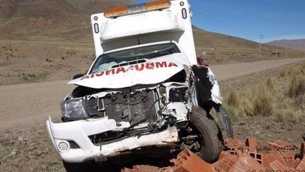 Ambulancia choca contra muro tras atender emergencia
