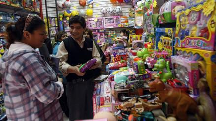 Peruanos gastarán S/. 1 146 en regalos de Navidad, S/. 109 menos que en el 2014