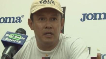 Melgar: Juan Reynoso explicó por qué se sacó los bolsillos del pantalón (VIDEO)
