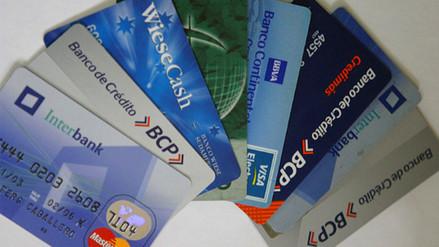 Crece número de peruanos con más de tres tarjetas de crédito