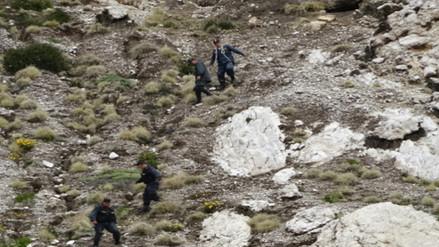 Dos docentes desaparecen tras caer a barranco en Sandia