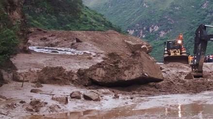 Vraem: camión quedó sepultado tras derrumbe de cerro