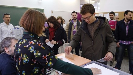 España: Partido Popular gana elecciones lejos de la mayoría absoluta
