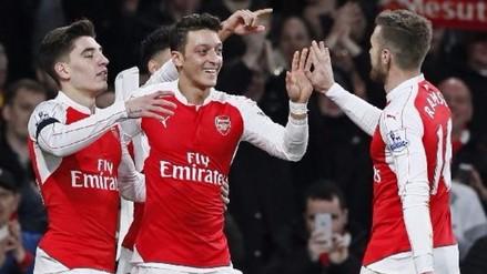 Youtube: Mesut Özil y su soberbia definición tras pase de taco de Olivier Giroud