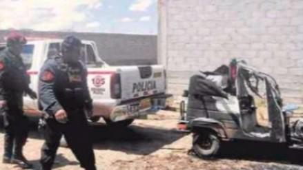 Juliaca: mujer quemó mototaxi con su conductor adentro