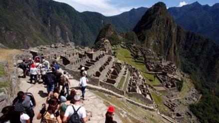El turista peruano promedio tiene 36 años y viaja en bus, según estudio
