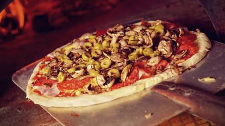 Italia prohíbe hornos de pizza para reducir contaminación ambiental