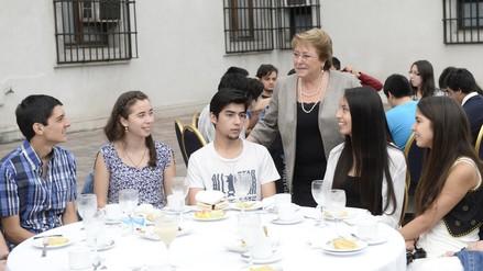 Gratuidad universitaria hará de Chile un país más justo, dice Bachelet