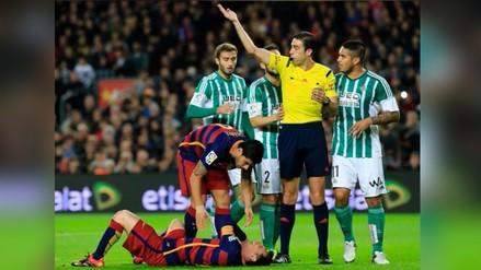 Barcelona vs. Betis: Juan Vargas se ganó la amarilla y cobraron penal dudoso