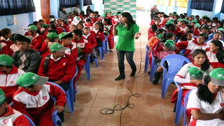 Capacitan a estudiantes para evitar consumo de drogas en colegios