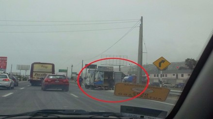 VES: saco cae desde la puerta de un camión en la Panamericana Sur