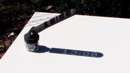 Ingeniero crea un reloj solar que muestra la hora en formato digital