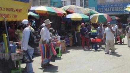 Advierten desalojo de ambulantes del mercado central