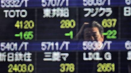 China cerró su bolsa prematuramente ante unas caídas del 7%