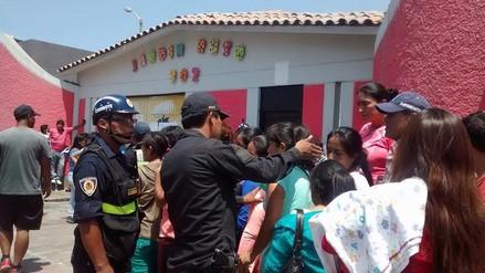 Chimbote: padres se enfrentan a serenos en exteriores de colegio