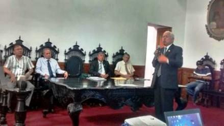 Trujillo: rector de UNT destituye a doce decanos
