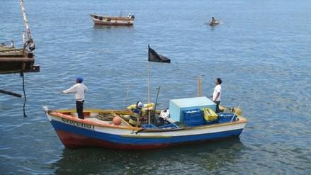 Intervienen embarcaciones por pescar dentro de las 5 millas
