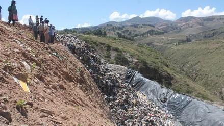 Comuneros bloquean acceso a relleno sanitario de Huamanga