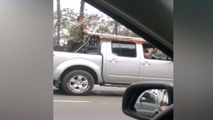 Policías y militares infrigen leyes de tránsito en la Panamericana Sur