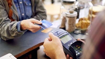 España: Cincuenta detenidos por clonar tarjetas bancarias y usarlas