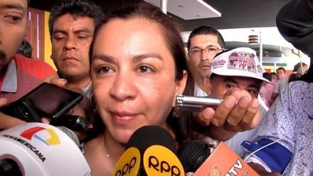 Marisol Espinoza preside primer mitin de APP en Piura