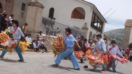 Con baile se inició el concurso de comparsas por carnavales