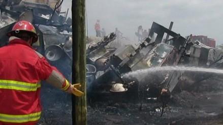 Chofer de tráiler se salva de milagro en accidente vehicular