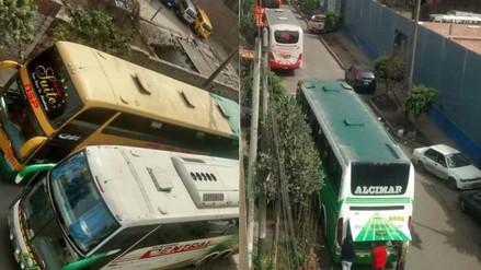 Buses interprovinciales bloquean el tránsito en el distrito de San Luis