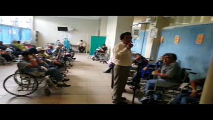 Pacientes hacinados en emergencia del hospital Almenara de Essalud