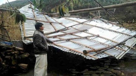 Fuertes vientos dejan sin techo a más de 10 casas