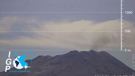Volcán Ubinas expulsó leve cantidad de cenizas esta mañana