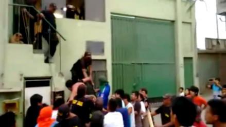 Video: comerciantes atrapan y golpean a delincuentes en mercado Unicachi