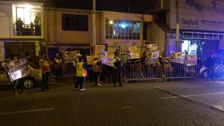 Pobladores protestan por posible reapertura de burdeles