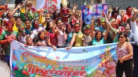 Celebran carnavales con danzas, caras pintadas y agua