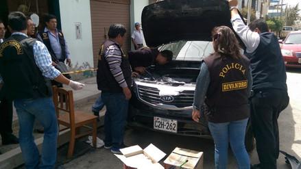 Hallan más de 30 kilos de PBC en vehículo abandonado en vía Arequipa-Puno