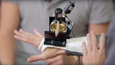 Parkinson: crean guante para impedir que la mano tiemble