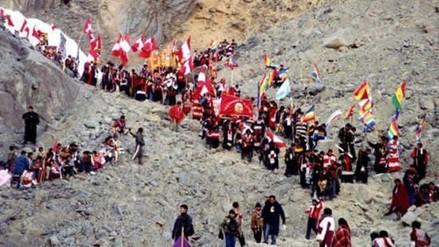 Peregrinos realizan movilización contra mineras que atentan santuario Qoyllorit'i