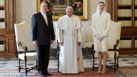 Papa conversó de ecología e inmigración con los príncipes de Mónaco